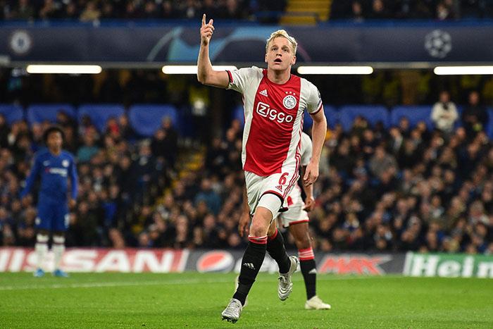 Donny van de Beek Bakal Dapat Gaji Besar di Manchester United